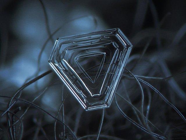 Треугольная снежинка