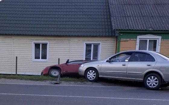 В Брянске иномарка Nissan врезалась в «Ладу»