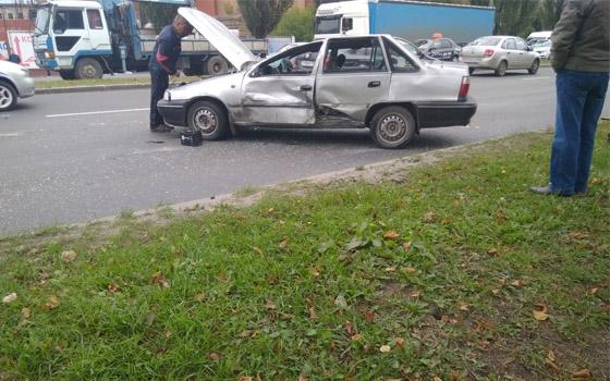 На Московском проспекте Брянска перевернулась иномарка