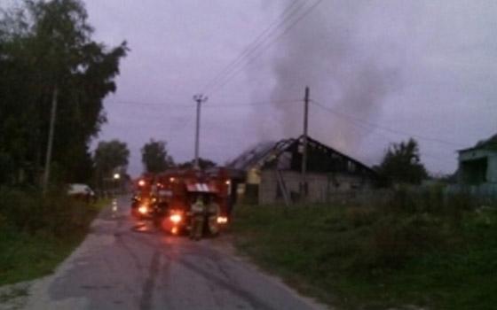 В Супонево почти 40 минут тушили дом: пострадала женщина