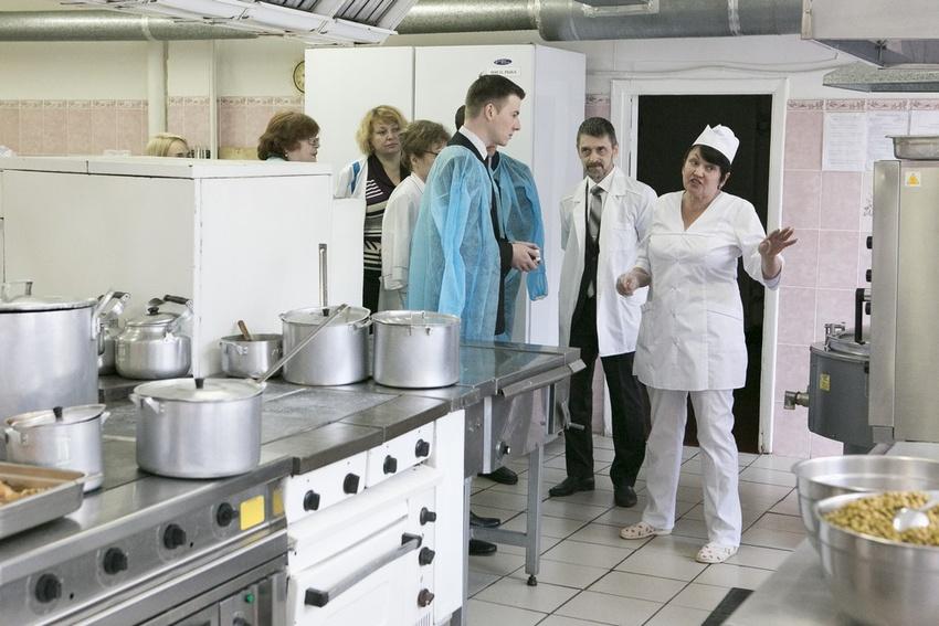 «В городе нет школ, где учебный кабинет был бы без компьютера». Что говорят о новой системе безналичной оплаты питания в школах Белгорода