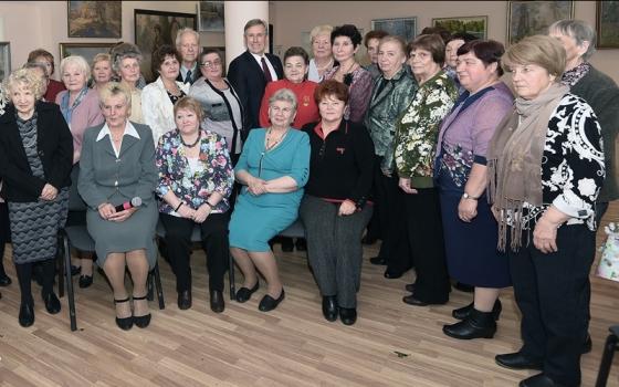 «Учителей бывших не бывает»: Виктор Гринкевич поздравил карачевских учителей с профессиональным праздником