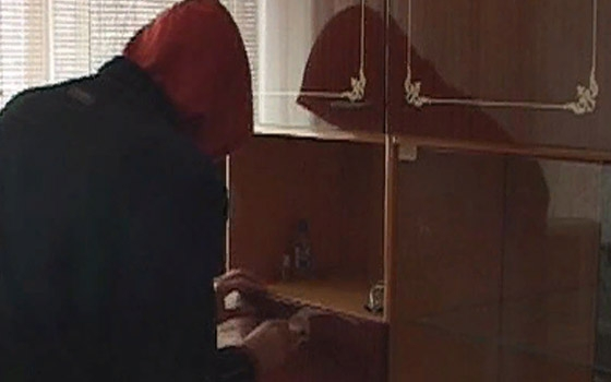 Подросток с двумя напарниками ограбили дом и избили хозяев под Стародубом