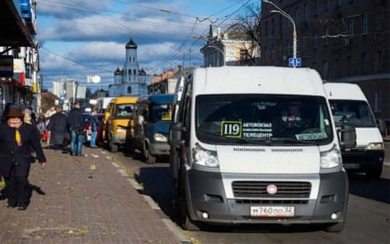 В Брянске две пенсионерки пострадали при поездках в маршрутках