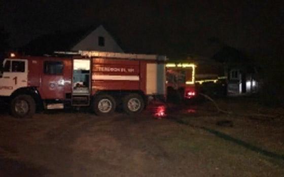 В Володарском районе Брянска час тушили дом с гаражом