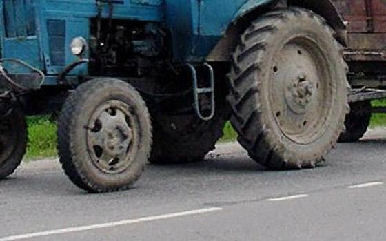 Под Севском водитель Chevrolet въехал в трактор: ранен ребенок