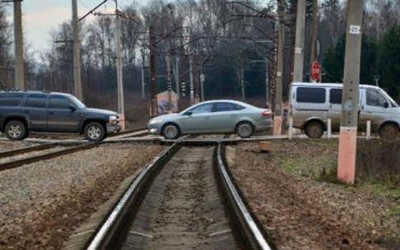 Пятеро погибли на брянских железнодорожных переездах с начала года