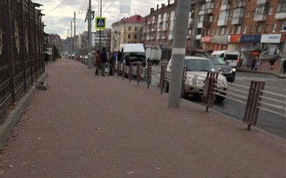 В центре Брянска столкнулись маршрутка и легковушка: есть пострадавший
