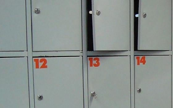 В Брянске женщина-бомж украла сумку из камеры хранения в магазине