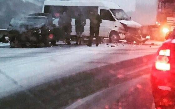 Два человека ранены в массовом ДТП под Брянском