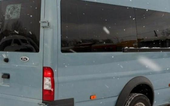 В Брянске девушка на Nissan Almera врезалась в микроавтобус