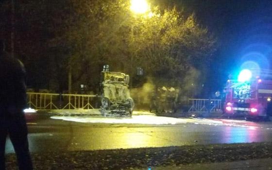 На Станке Димитрова в Брянске Volkswagen перевернулся и повис на ограждении
