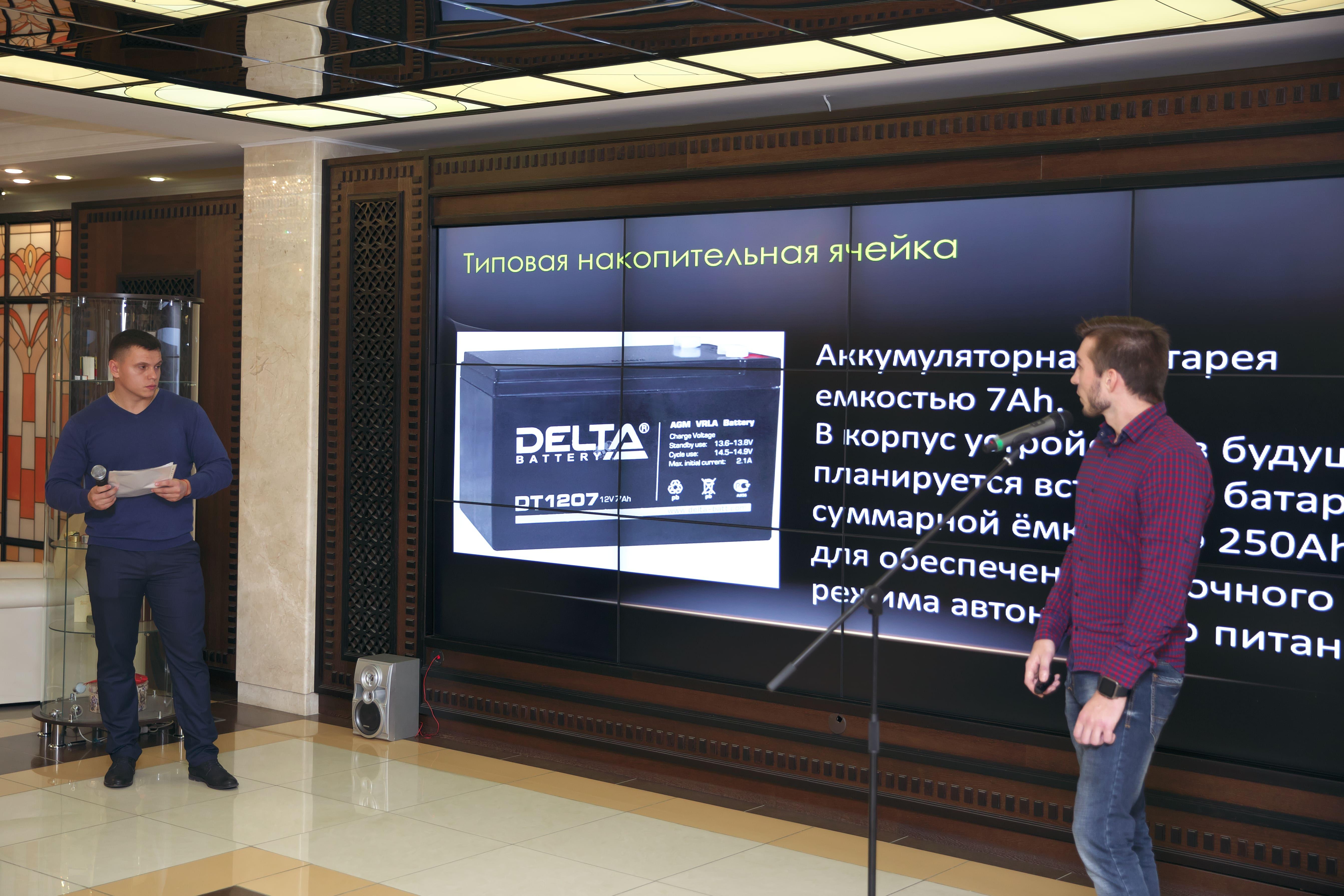 Помочь пенсионерам, коммунальщикам и филологам. О чём рассказали молодые учёные из Белгорода и Курска на «Шуховских баталиях»
