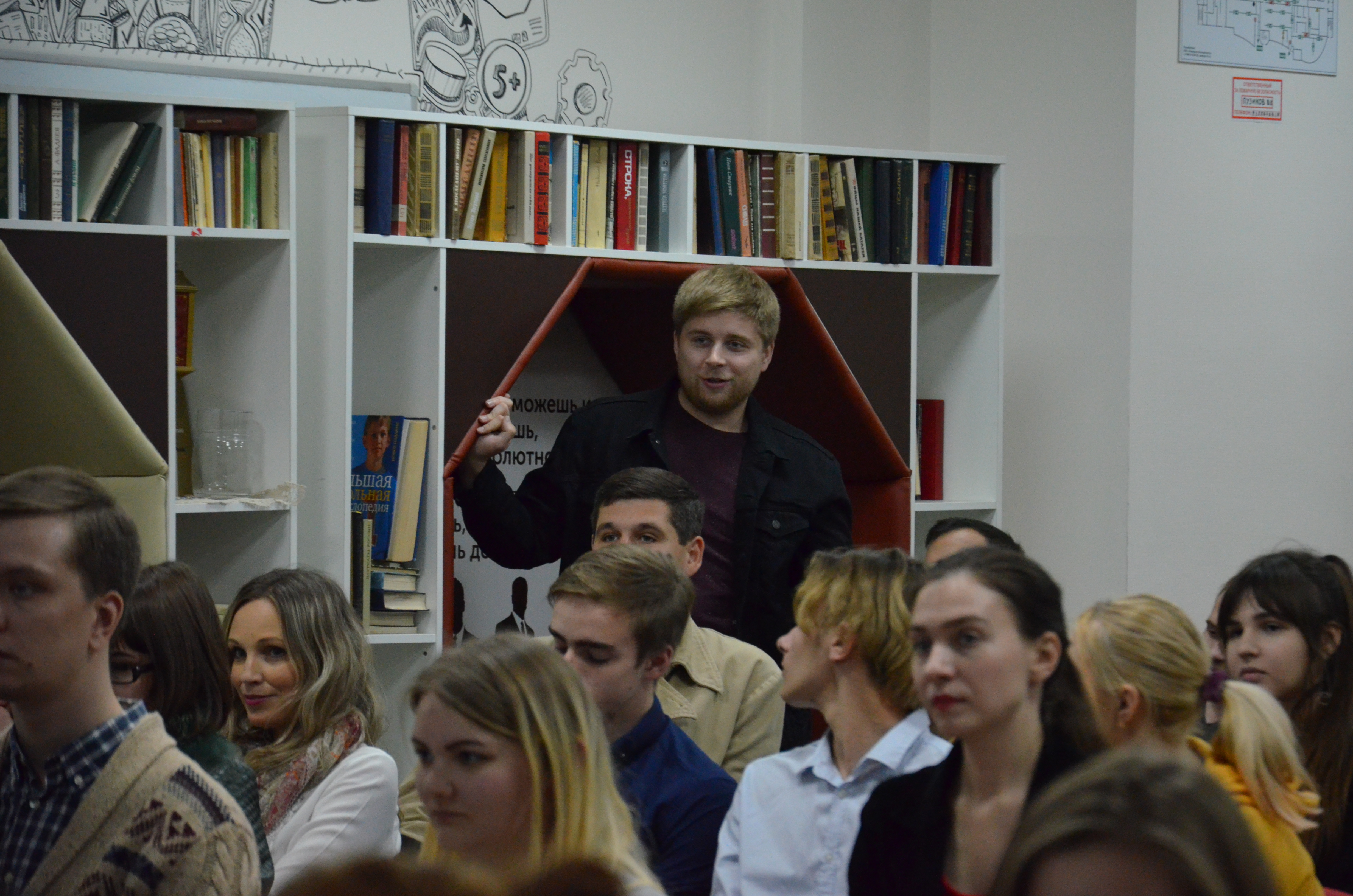 Последний век Homo sapiens. В Белгороде обсудили, когда наступит конец человеческой культуры