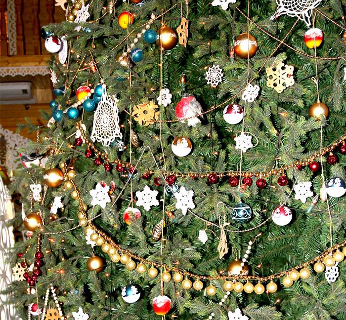 Великоустюгский Дед Мороз нарядил новогоднюю елку