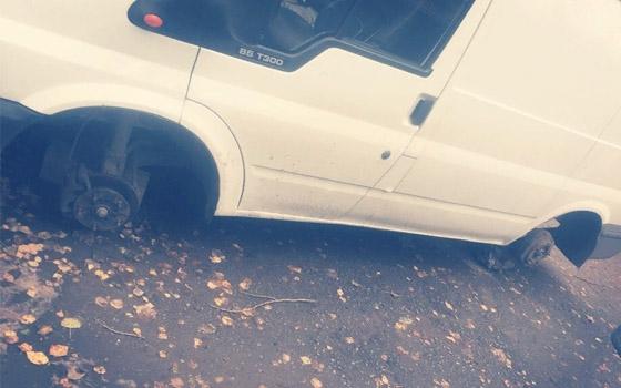 В Брянске «разули» Ford Transit, у женщины украли белье