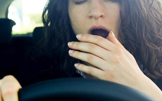 В Брянске женщине стало плохо за рулем: машина вылетела на обочину