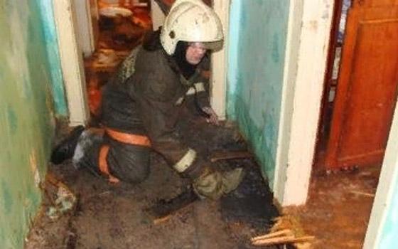 На улице Пушкина в Брянске в квартире загорелся пол