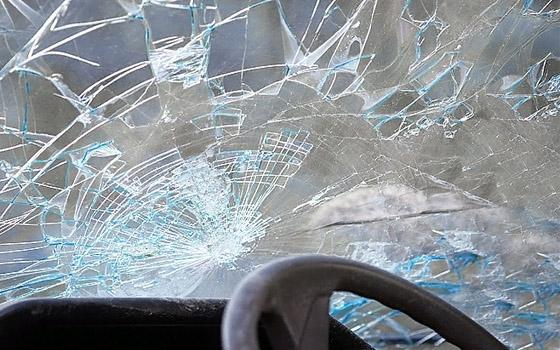 На Крахмалева в Брянске неизвестный водитель разбил две машины