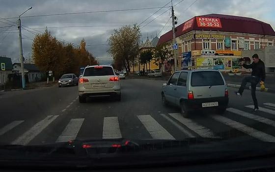 В Брянске сняли на видео пешехода-карателя