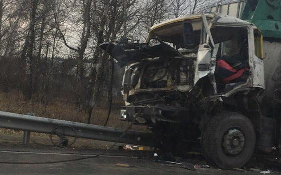 В Супонево столкнулись два грузовика: есть пострадавший