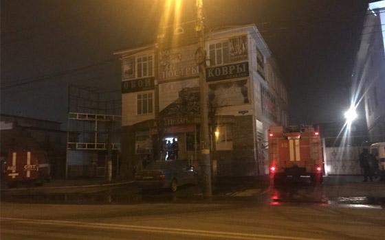 «Дым и бились стекла»: в Брянске горел торговый центр