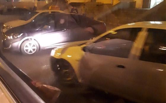 Таксисты перекрыли проезд автобусам у вокзала Брянск I