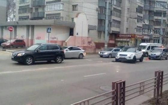 Две девушки на внедорожниках устроили ДТП в центре Брянска