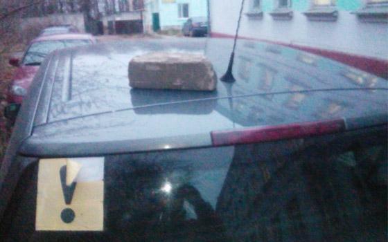 Водителя припугнули кирпичом из-за парковки на Бежицкой в Брянске