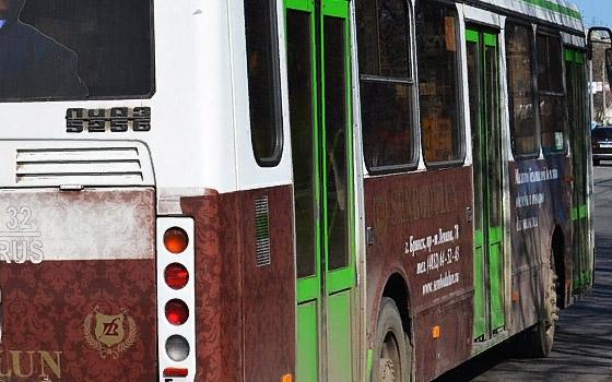 66-летняя пенсионерка сломала лопатку в 27-м автобусе Брянска
