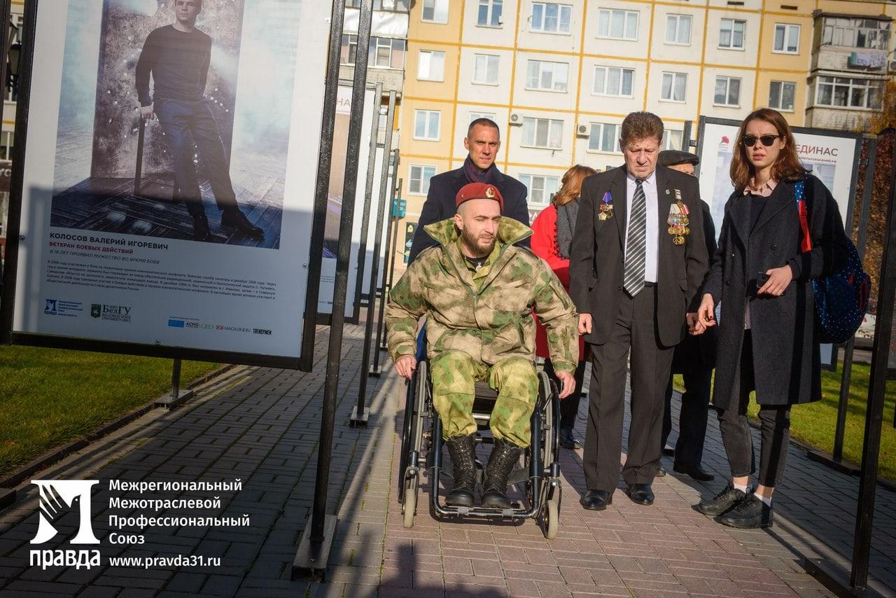 «Знать и говорить о подвигах наших героев». Как в Белгороде открывали вторую фотовыставку «Герои России, какими их не видел никто»*