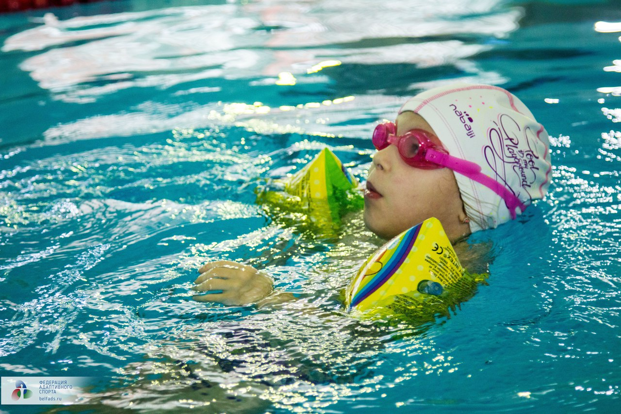 Предновогодний заплыв. Члены Федерации адаптивного спорта провели соревнования по плаванию*